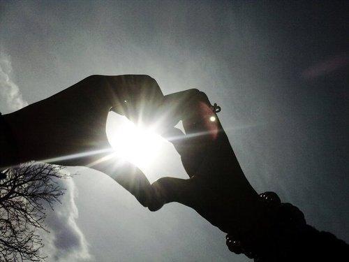 """""""De maneira alguma te deixarei, nunca jamais te abandonarei."""" Hebreus 13,5 , Jesus, Teu amor me emociona e me faz continuar!"""