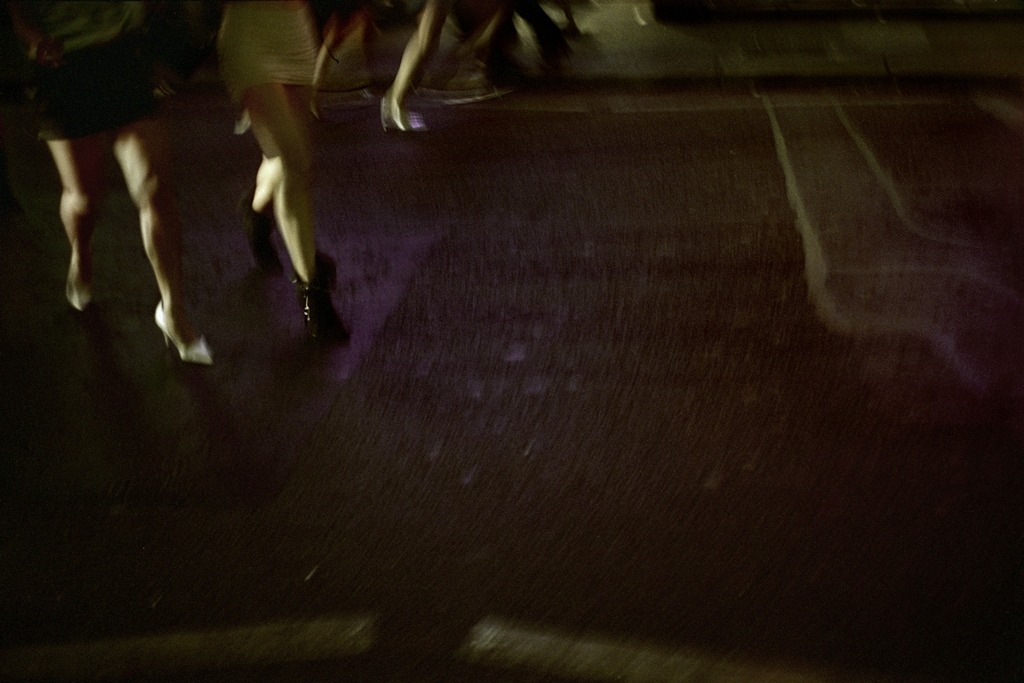 "Patrick Zachmann ""GB. ENGLAND. London. Soho."" (2003) from the series ""Un Jour, La Nuit"""