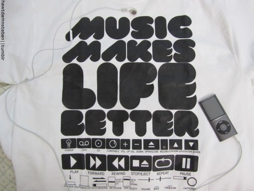 hawtdamnsteben:  Music Makes Life Better.