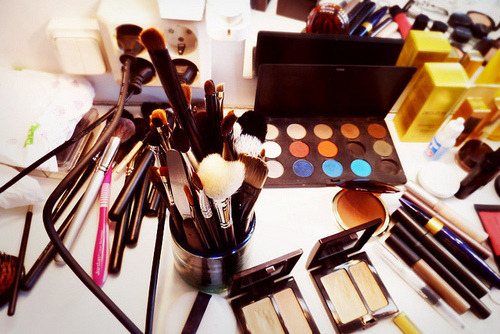 Organize your makeup with these great makeup storage tips and tricks!