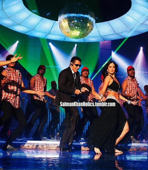 ★ NEW ELECTRIFYING still of @BeingSalmanKhan nd Kat frm #Bodyguard title song Aaye Re Aaye Bodyguard! In cinemas August 31st EID 2011!