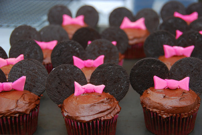submitted by allthethingsweeat Minnie Mouse cupcakes! Cute!