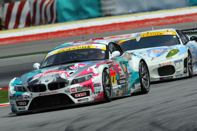 Hatsune Miku Miku BMW Super GT owns the Ferrari Ika Musume car. Pretty soon all the Super GT cars are going to have anime idols all over them. @240posse