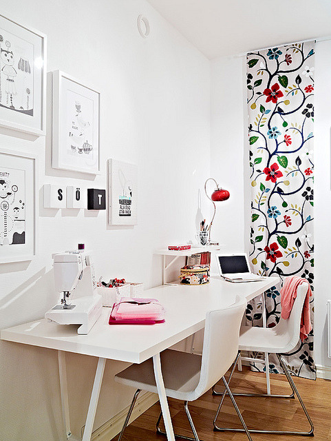 feminine crafts room (via chictip)