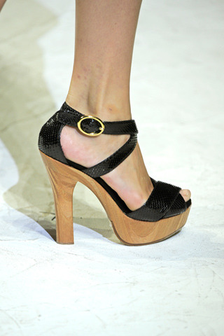 I am going to show some runway details for a bit. I start with this pair of heels from Dolce and Gabbana. Wood sole and shiny black straps make for a stark contrast, but one I am really pleased with.