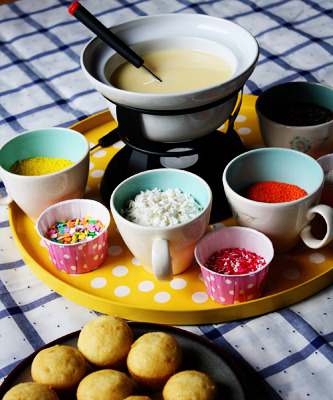 "Cupcake ""fondue"" Click here for more pictures of this cute idea"