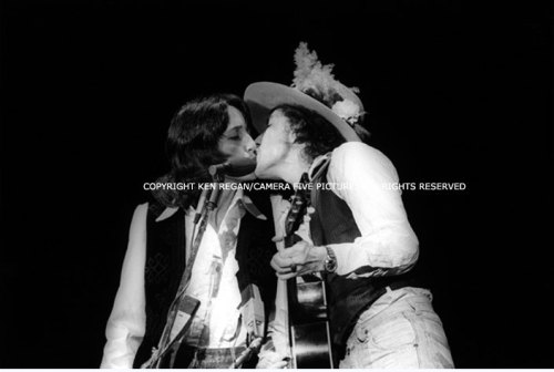 Bob Dylan and Joan Baez kiss on stage