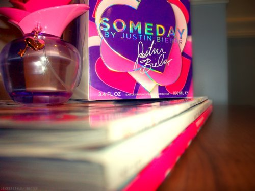 LOVELOVELOVE♥BEST.PERFUME.EVER! :)