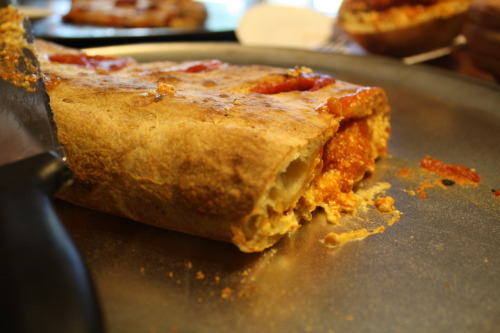 reblogged from silentandresigned:   Vegan calzone with tofu ricotta and Follow Your Heart Mozarella and Pepperoni too :) oh, and tomato sauce. Delicioso