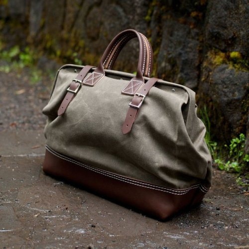 craftinghigherstandards:  ysvoice:  | ♕ |  Wood & Faulk Northwesterner Bag  | via anchordivision