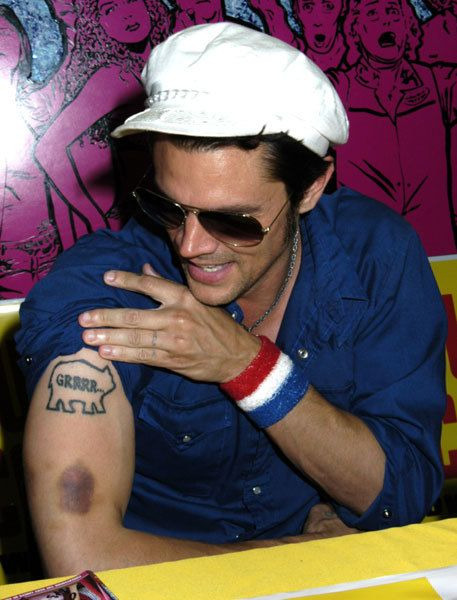 iheartlindt:  johnny knoxville