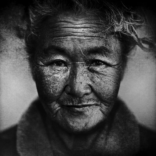 Photographer: Lee Jeffries (via design work life)