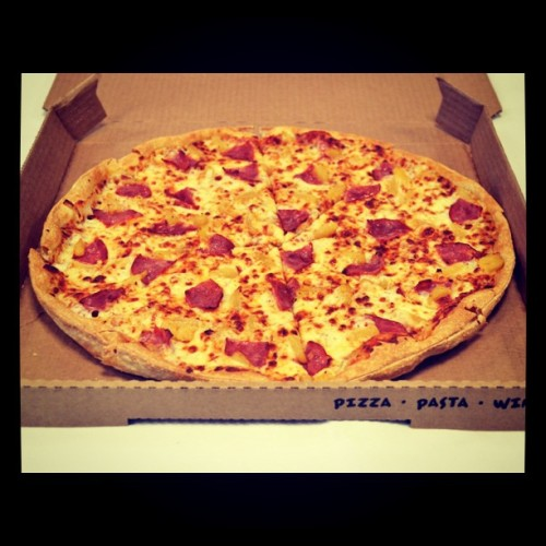 Day 85: Hawaiian Thin 'N Crispy on a Friday night - just right! #pizza (Taken with instagram)