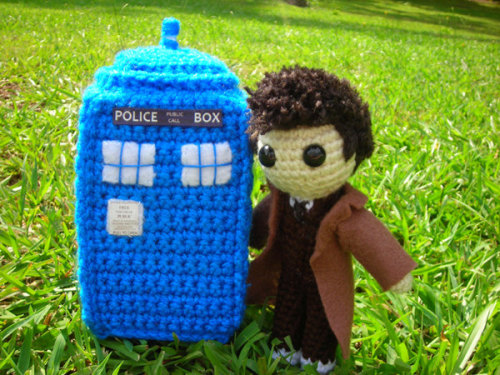 huntingfinding:  TARDIS and 10th Doctor Amigurumi
