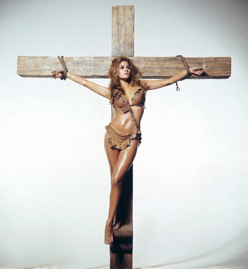 finestrasulcortile:  Raquel Welch