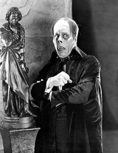 lugosi-is-dead:  Lon Chaney Sr. in 'The Phantom of the Opera'