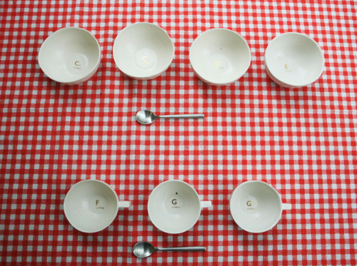Via futureoflistening:  A set of crockery which resonates a specific note when struck. (via Musical Tableware : Alexander Hulme) Nicely paired with these musical glasses?