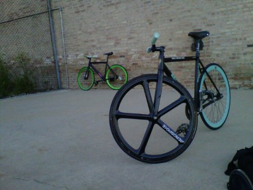 livelovelustit:  Aerospoke Rims, Bianchi Frame, B43's !Credits go to a friend of mine that owns this b-e-a-u-tiful bike!