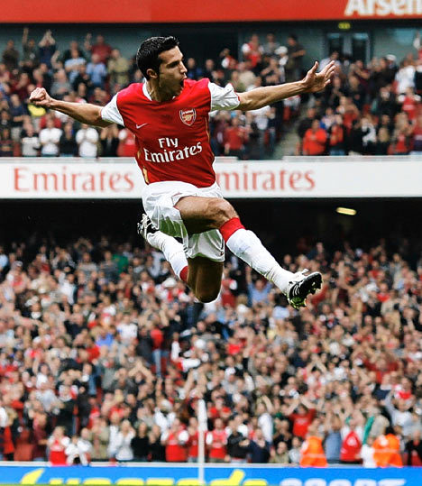 A very happy birthday to Robin van Persie of the Arsenal, who turns 28 today. I know it's not all on you lad, but please, for the love of God, win SOMETHING this year. OK?