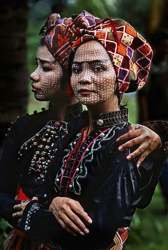 reblololo:  Steve McCurry