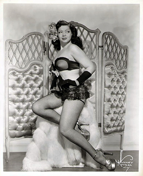 burleskateer:  Zorita.. In one of her late-40's promotional photos..