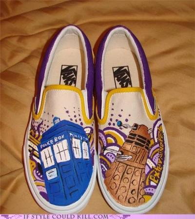fyeahcustomvans:  Dr. Who vans by Lisel.