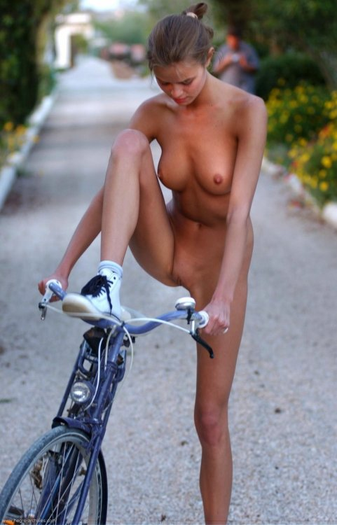 nudist-girls:  Nudist Girls    Is this the pedal?