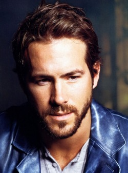 hottestcelebmen:  Ryan Reynolds