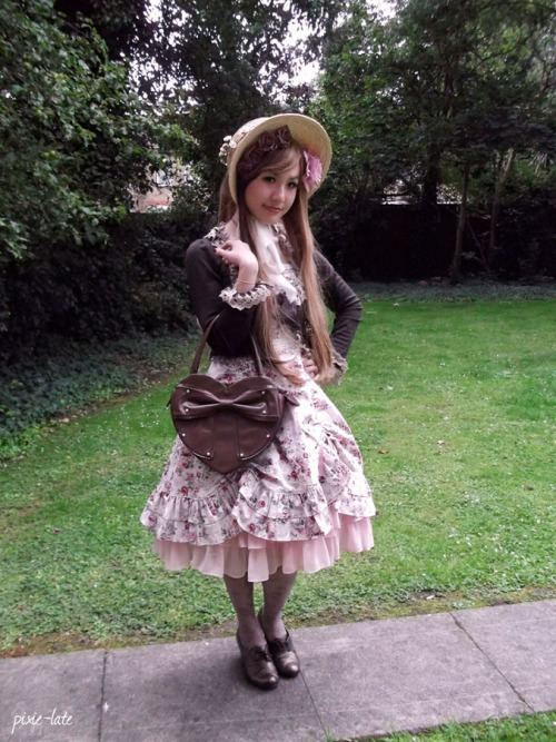 Outfit shot for Friday HJ. I made a straw bonnet to go with my new Victorian Maiden JSK, their reservations took way too long! XD
