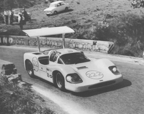 Phil Hill and the Chaparral 2F (1967), at Targa Florio.