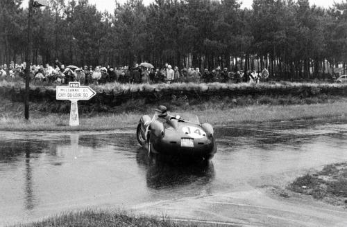 Phil Hill racing at the 24 Hours of Le Mans, in 1958. He took 1st place behind the wheel of the Ferrari 250TR 58.