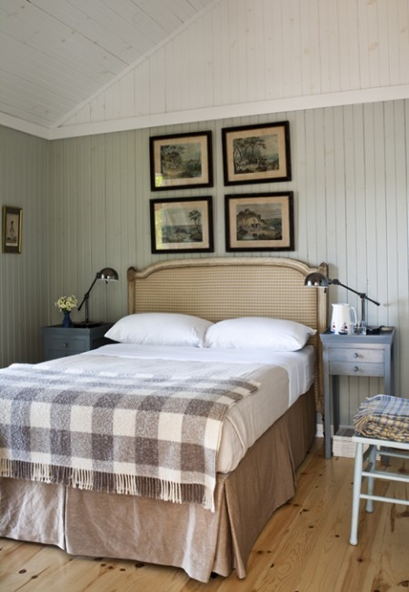 suziebeezie:  (via Cosy Cottage Guest Bedroom | House & Home)