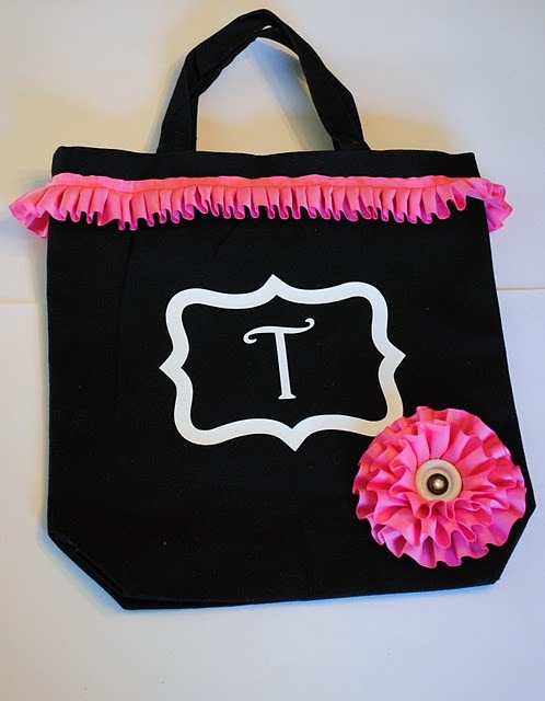 (via Serenity Now-A Mommy's Solution to Staying Sane: Ruffled Flower Bag and Headband Tutorial)