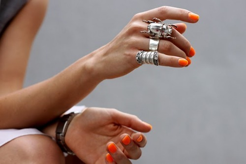 dietcokeandasmoke:  that nail colour, those rings