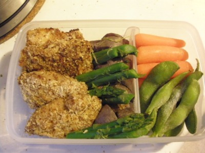 Baked chicken nuggets breaded in panko and almond meal, purple potatoes, asparagus, and veggie sticks. The container is a new, non-fancy bento box I couldn't resist buying because it came with an adjustable divider, I don't have a single-tier bento, and because it was cheap!