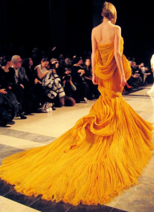 froufroufashionista:  This gown is such a beautiful color