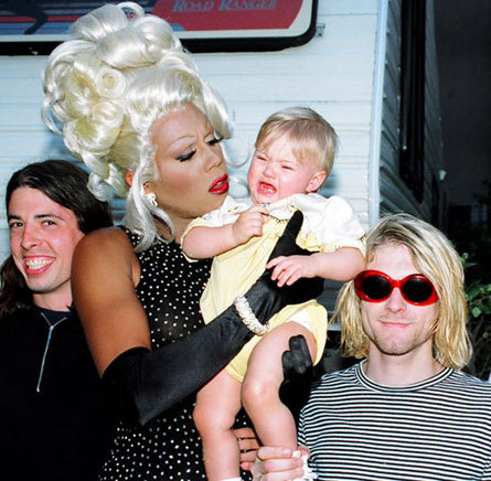 awesomepeoplehangingouttogether:  Dave Grohl, RuPaul and Kurt Cobain