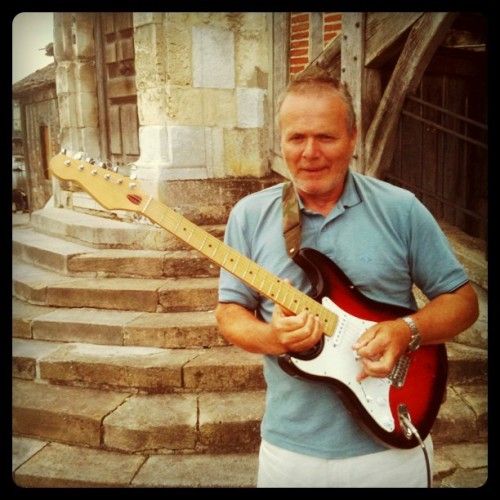 Blues player on the Honfleur harbour. #guitar #Stratocaster #street #Honfleur #Harbour (Taken with instagram)