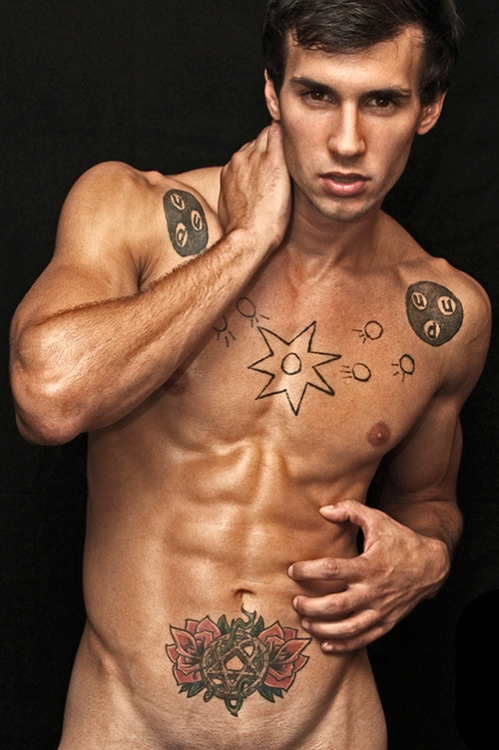 lhommedujour:  KALIN   ROSALES MODEL  Born: 21 July 1988  Olney, Maryland, USA   - More images on FACEBOOK L'HOMME DU JOUR on social media:FACEBOOK TWITTER YOU TUBEFLICKRPICASABLOGGER