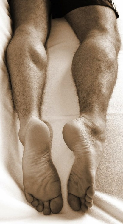 bearfoothunter:  always glad to see so many enjoy MY furry legs and beefy feet