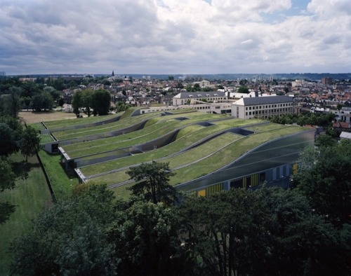 greensocietycampaign:  A high school in France gets an awesome green roof.
