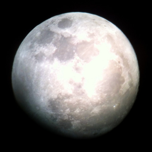 laughingsquid: Shooting the Moon with an iPhone and a Telescope