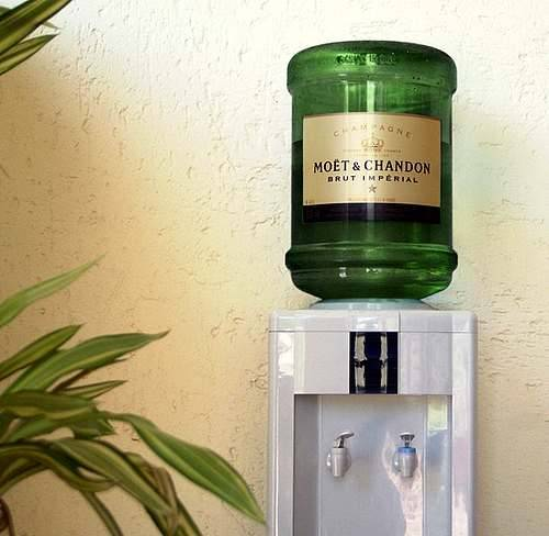 lechoixtrois:  EVERYDAY CHAMPAGNE Something for the office, maybe? source: Alltheskinnygirlsaredoingit.tumblr.com