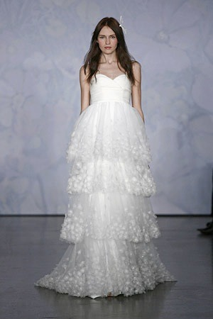 We love the ethereal designs of Monique Lhuillier, just like fashion editor Eva Chen! evachen212:  random: this was the dress (by Monique Lhuillier) that I wanted to get married in. I ended up wearing Marc Jacobs & Elizabeth Fillmore & Chanel but still… the dress is so dreamy