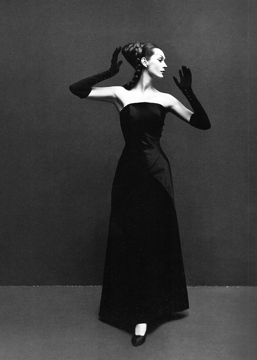 Dovima, evening dress by Givenchy, Paris, August 1955. Photographed by Richard Avedon.