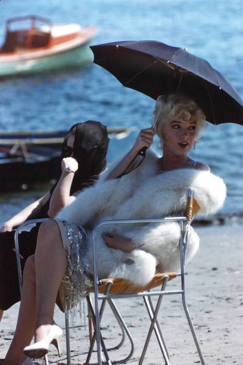 "iloveretro:  Marilyn Monroe behind the scenes of ""Some Like It Hot"" (1959)"