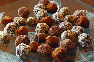 candyexpress:  Homemade Chocolate Truffles (by madlyinlovewithlife)