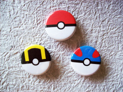 I've become addicted to Pokemon Sapphire lately so… made some Poke ball buttons! :D Drew the poke balls in Photoshop, printed them out and pressed them myself. They're for sale here if anyone's interested! ♥