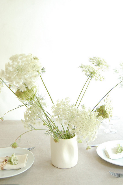 fleurisy:  (via 5 Easy Table Setting Ideas for Summer Entertaining | Family Style)