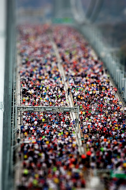 Tilt shift effect - ny marathon by Lorenzo Baldini on Flickr.